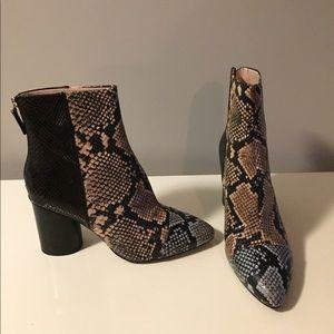 Nine West Cabrillo block heel snake boots 10